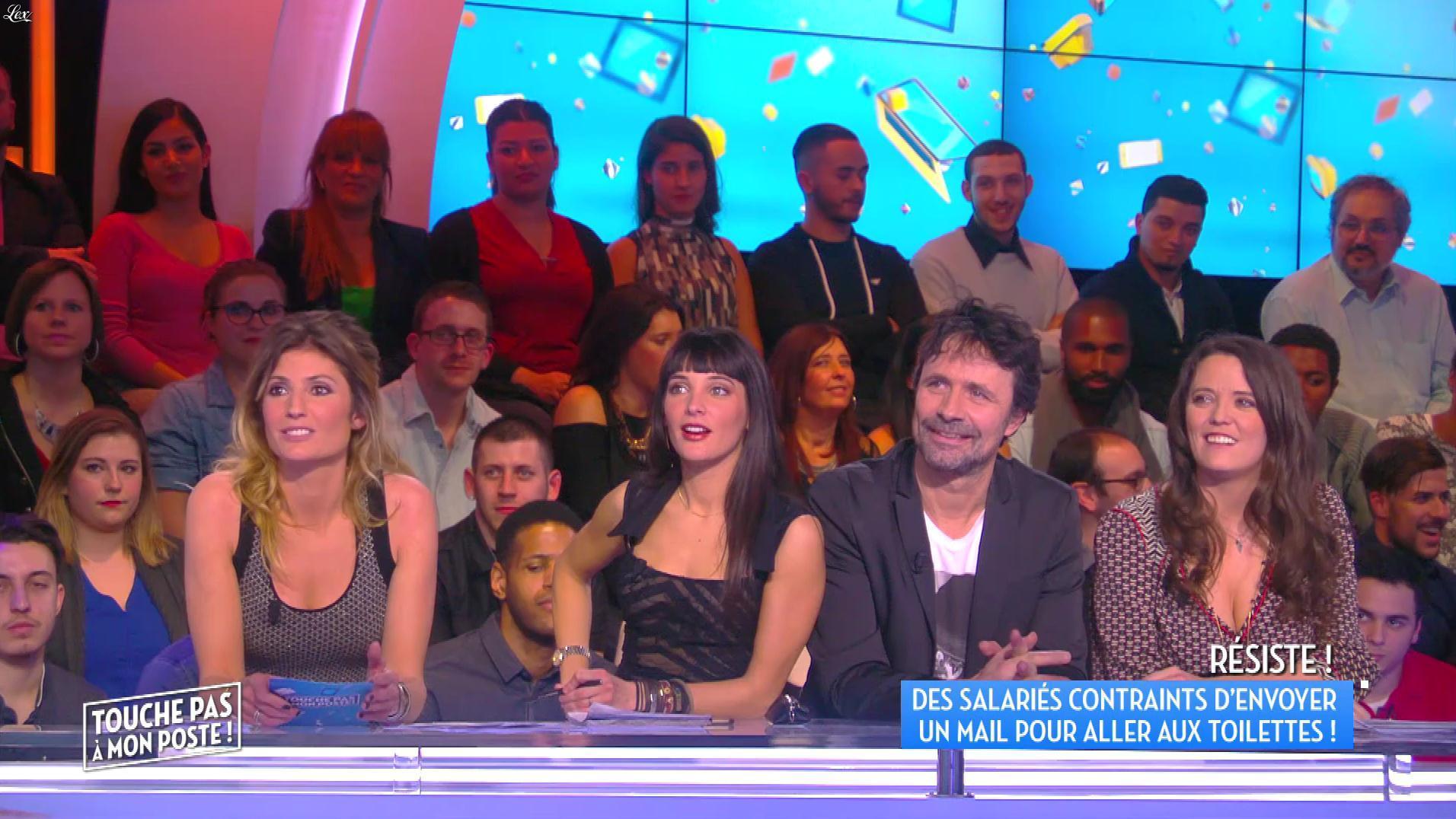 Erika Moulet et Caroline Ithurbide dans Touche pas à mon Poste. Diffusé à la télévision le 25/03/16.