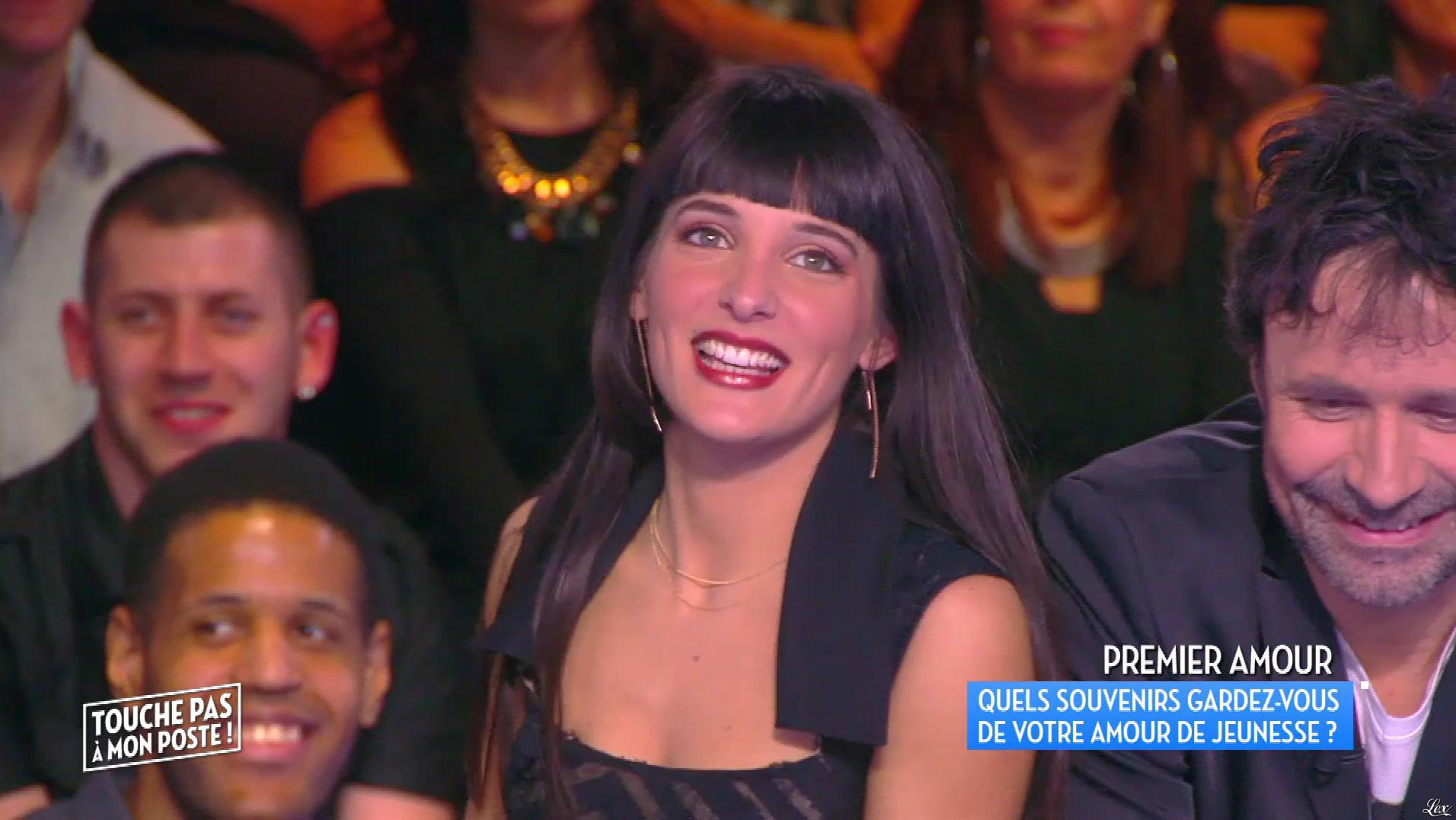 Erika Moulet dans Touche pas à mon Poste. Diffusé à la télévision le 25/03/16.
