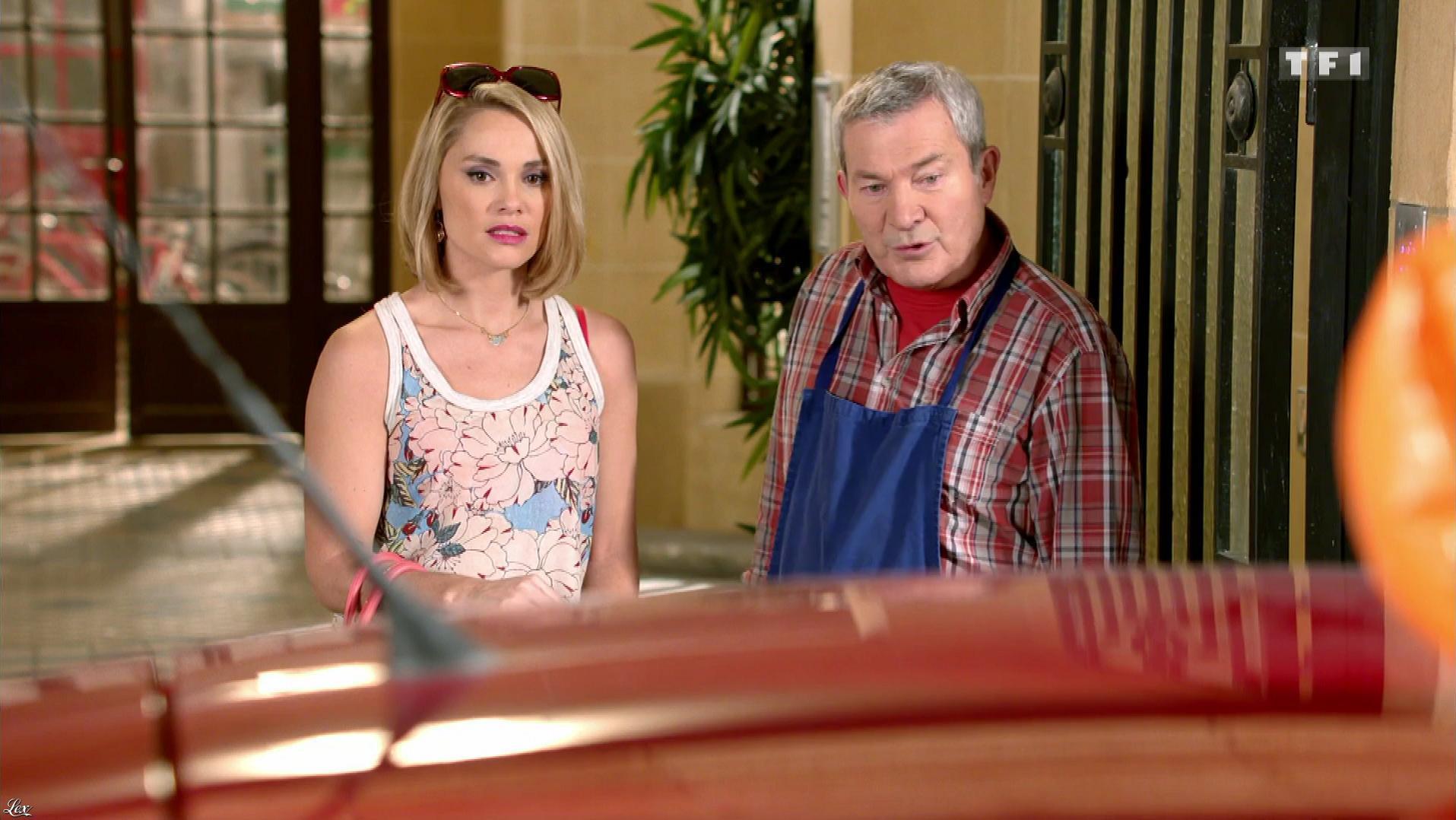 Joy Esther dans Nos Chers Voisins. Diffusé à la télévision le 28/07/17.