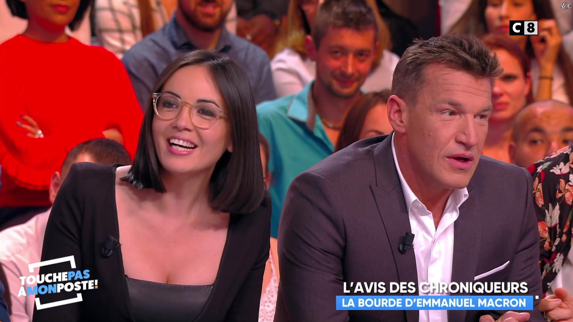 Kelly Vedovelli et Agathe Auproux dans Touche pas à mon Poste. Diffusé à la télévision le 05/10/17.