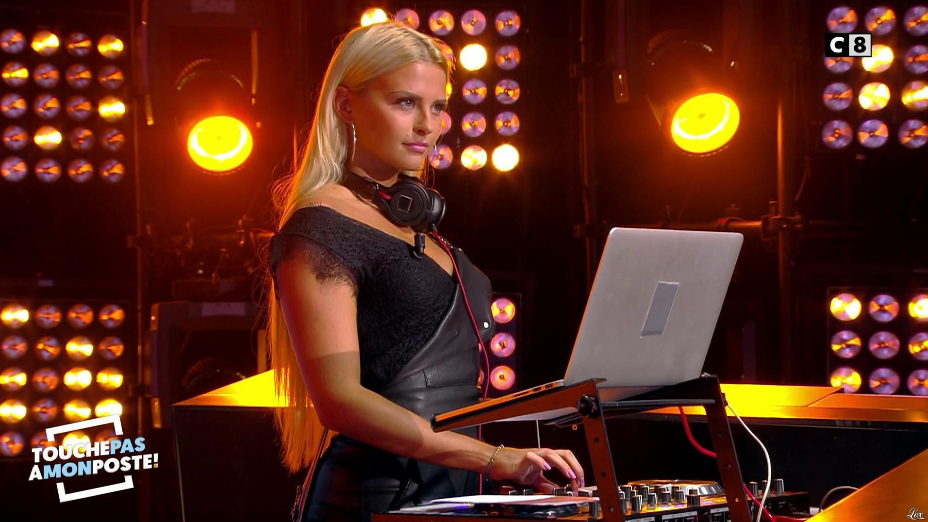 Kelly Vedovelli dans Touche pas à mon Poste. Diffusé à la télévision le 04/09/17.