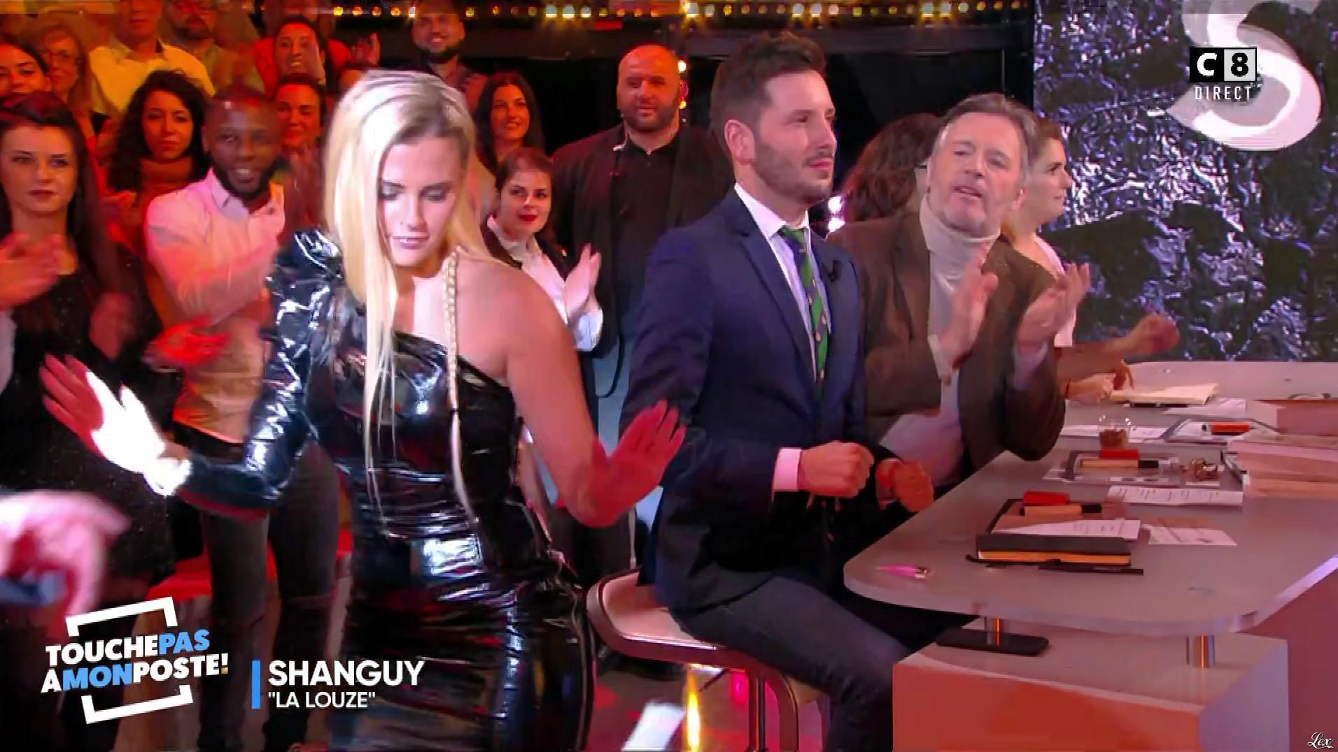 Kelly Vedovelli dans Touche pas à mon Poste. Diffusé à la télévision le 09/01/18.