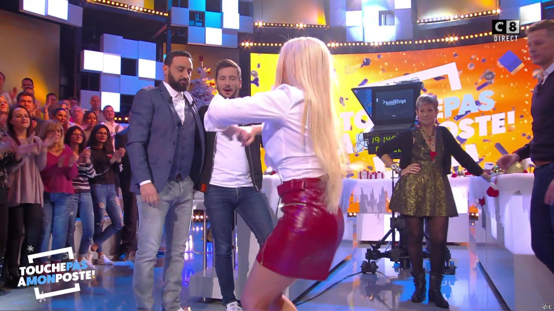 Kelly Vedovelli dans Touche pas à mon Poste. Diffusé à la télévision le 15/12/17.