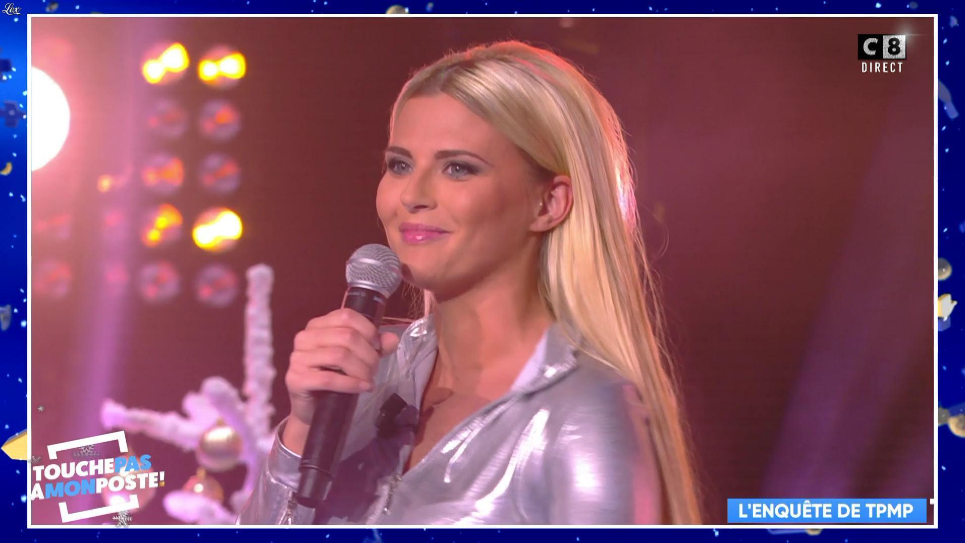 Kelly Vedovelli dans Touche pas à mon Poste. Diffusé à la télévision le 19/12/17.