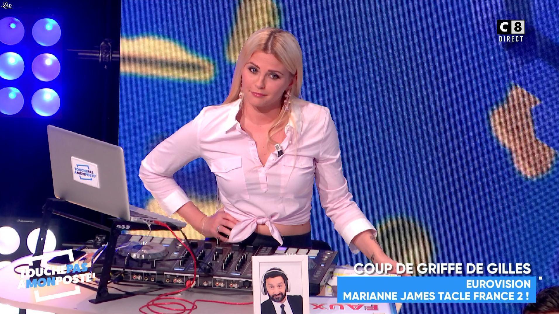 Kelly Vedovelli dans Touche pas à mon Poste. Diffusé à la télévision le 26/02/18.