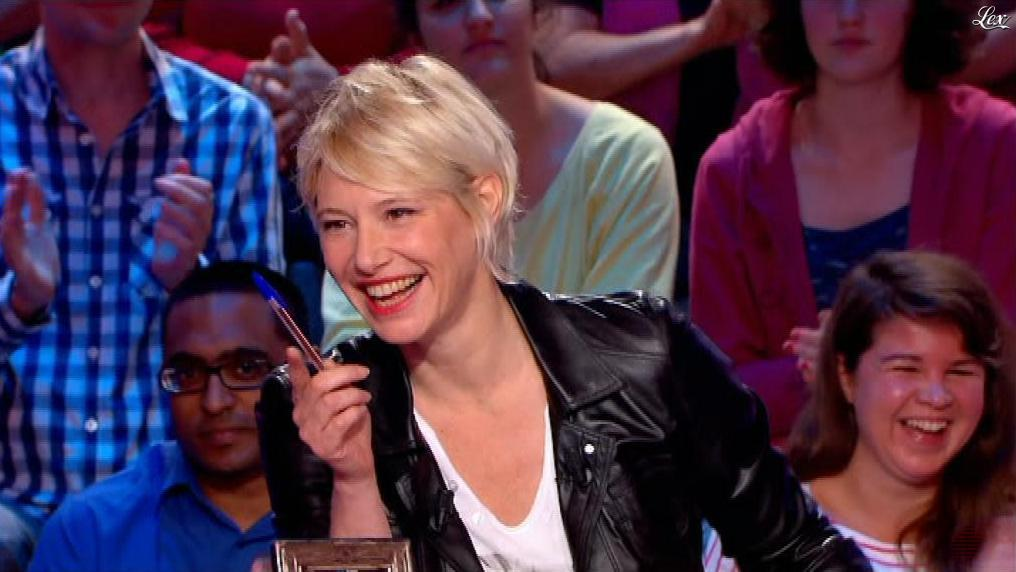 Maïtena Biraben dans le News Show. Diffusé à la télévision le 26/07/13.