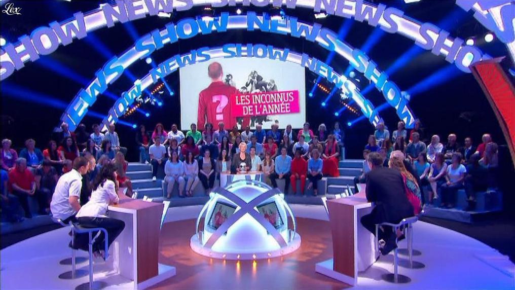 Maïtena Biraben et Reem Kherici dans le News Show. Diffusé à la télévision le 16/07/13.