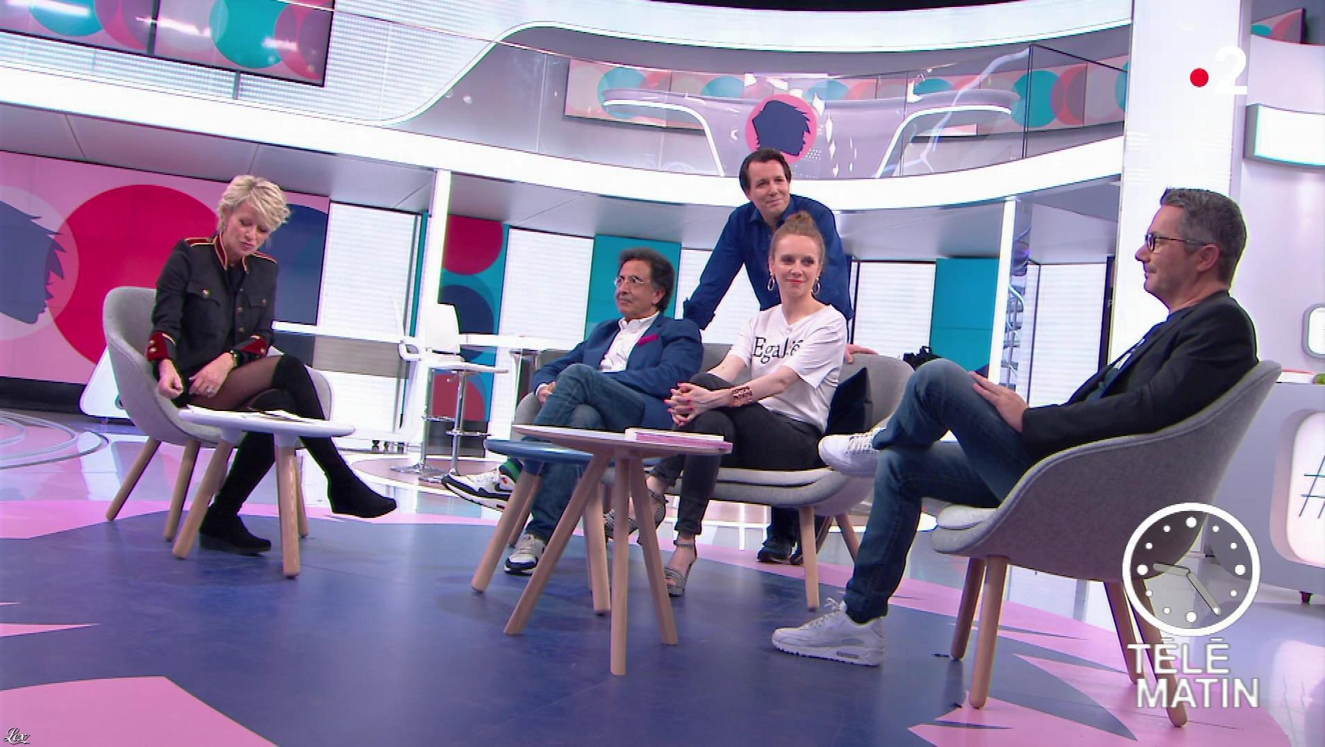 Sophie Davant dans Télématin. Diffusé à la télévision le 08/03/18.