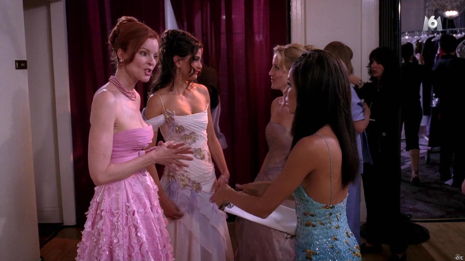 Teri Hatcher et Eva Longoria dans Desperate Housewives. Diffusé à la télévision le 16/02/17.