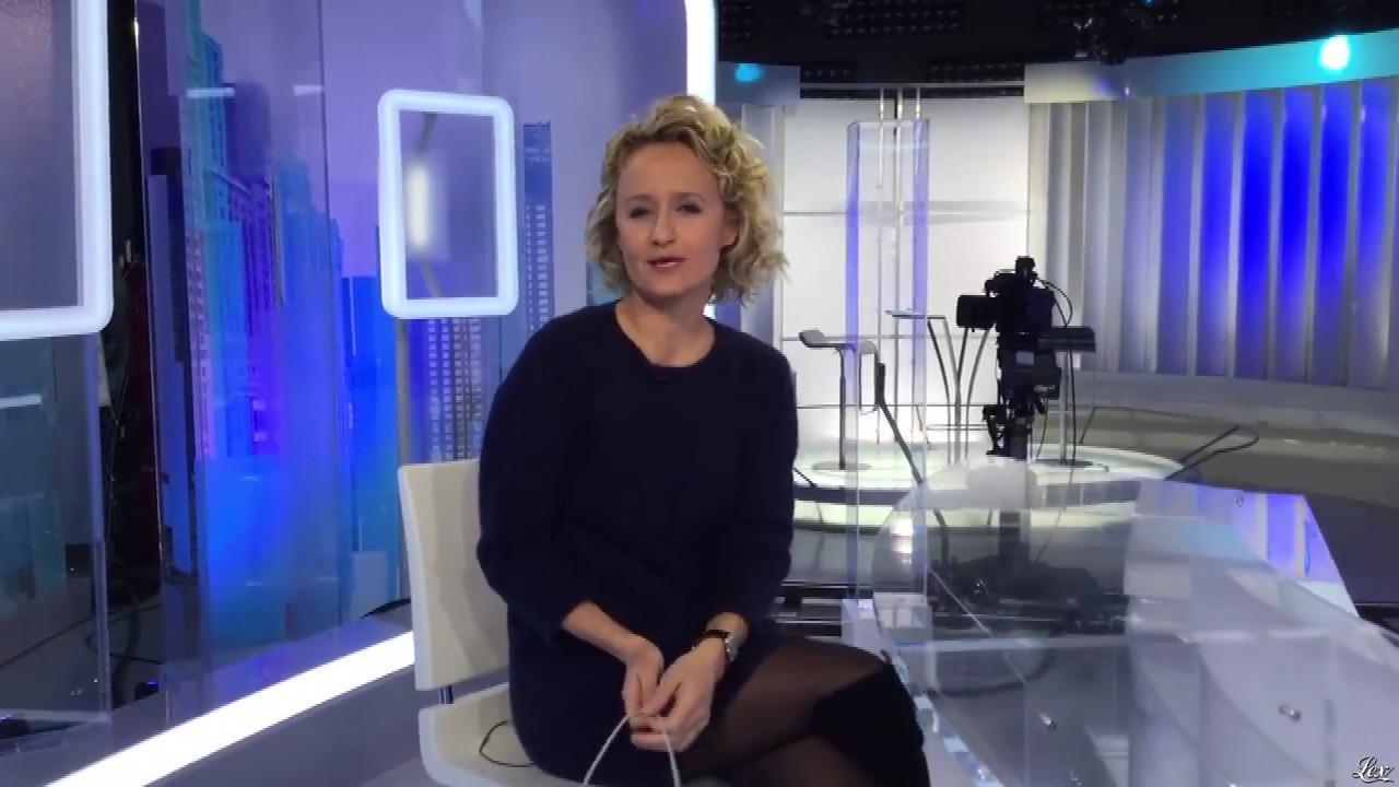 Caroline Roux dans Facebook de C dans l'Air. Diffusé à la télévision le 07/11/16.