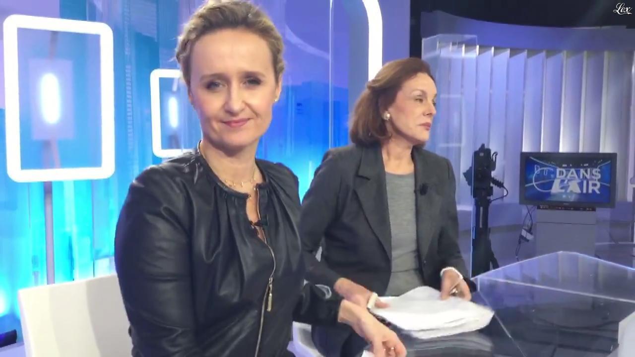 Caroline Roux dans Facebook de C dans l'Air. Diffusé à la télévision le 11/12/18.