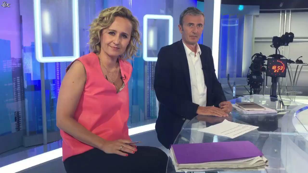 Caroline Roux dans Facebook de C dans l'Air. Diffusé à la télévision le 12/06/17.