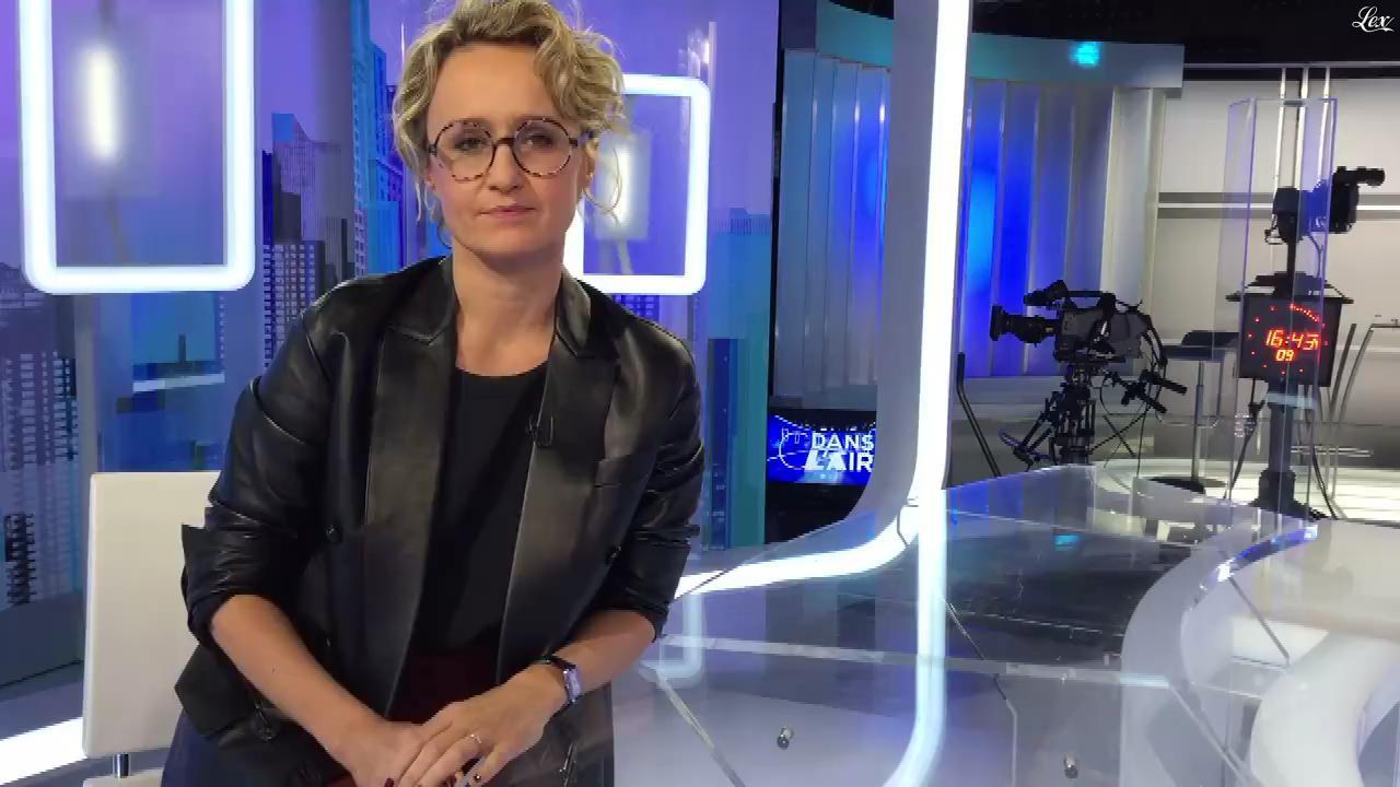 Caroline Roux dans Facebook de C dans l'Air. Diffusé à la télévision le 16/11/16.