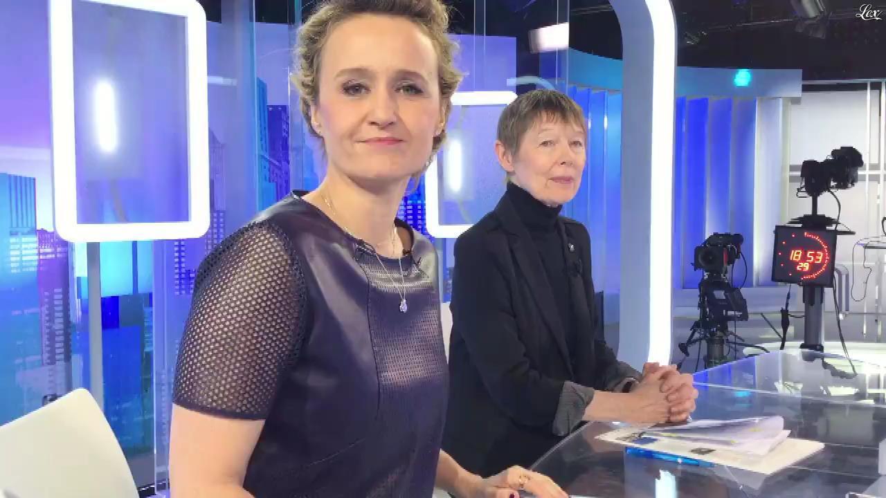 Caroline Roux dans Facebook de C dans l'Air. Diffusé à la télévision le 21/02/17.