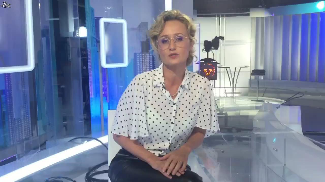 Caroline Roux dans Facebook de C dans l'Air. Diffusé à la télévision le 28/09/16.