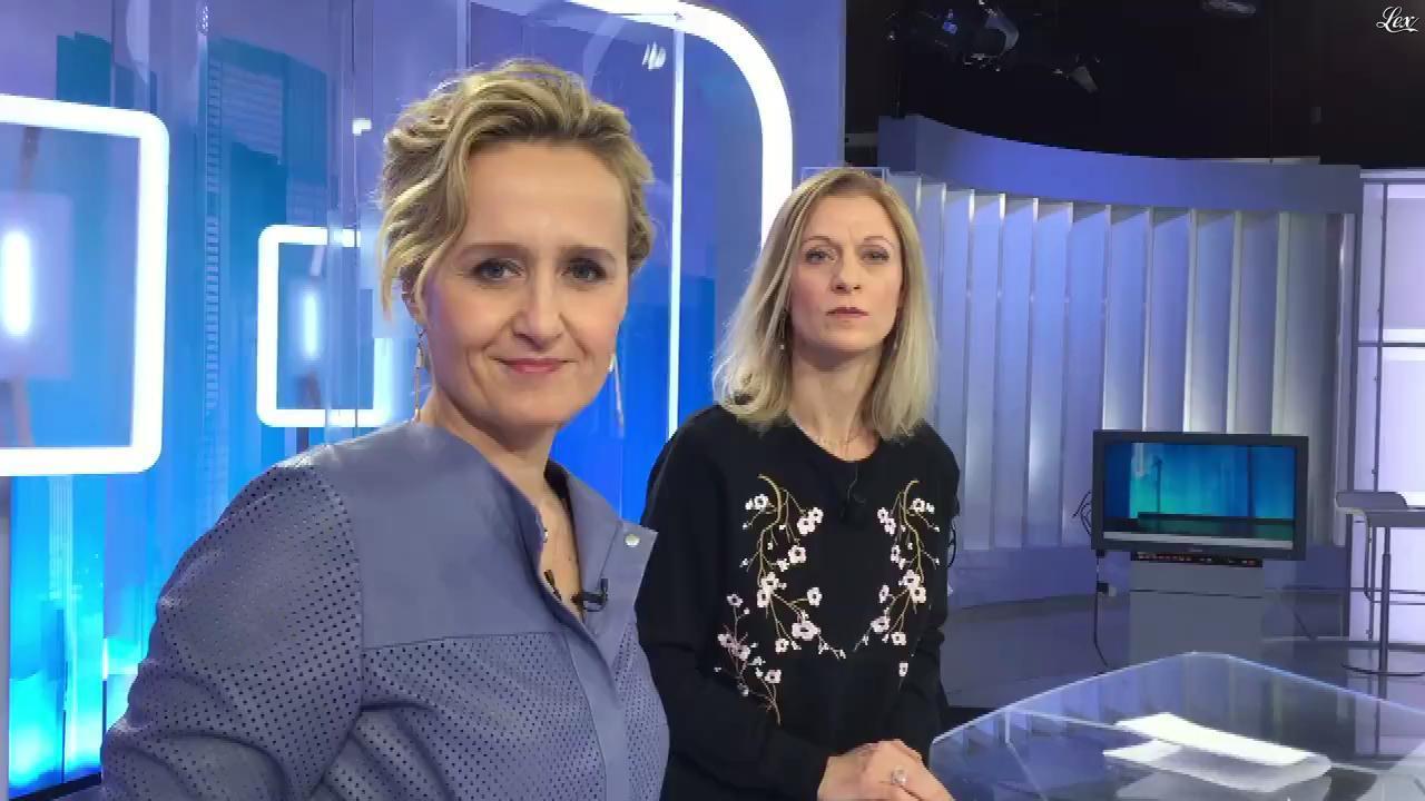 Caroline Roux dans Facebook de C dans l'Air. Diffusé à la télévision le 30/01/18.