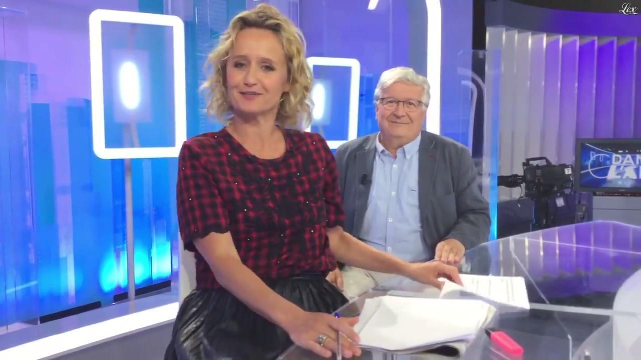 Caroline Roux dans Facebook de C dans l'Air. Diffusé à la télévision le 30/08/17.