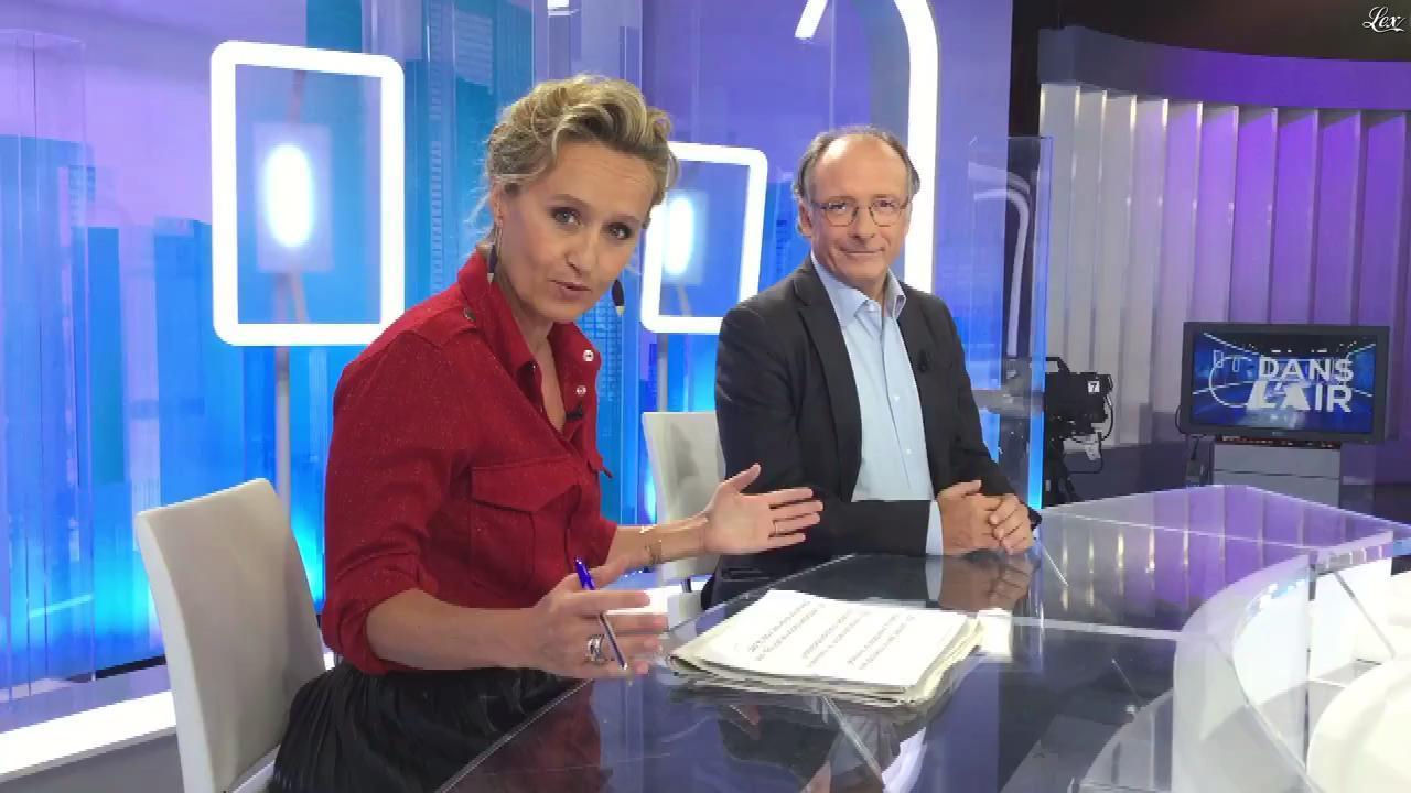 Caroline Roux dans Facebook de C dans l'Air. Diffusé à la télévision le 31/08/17.