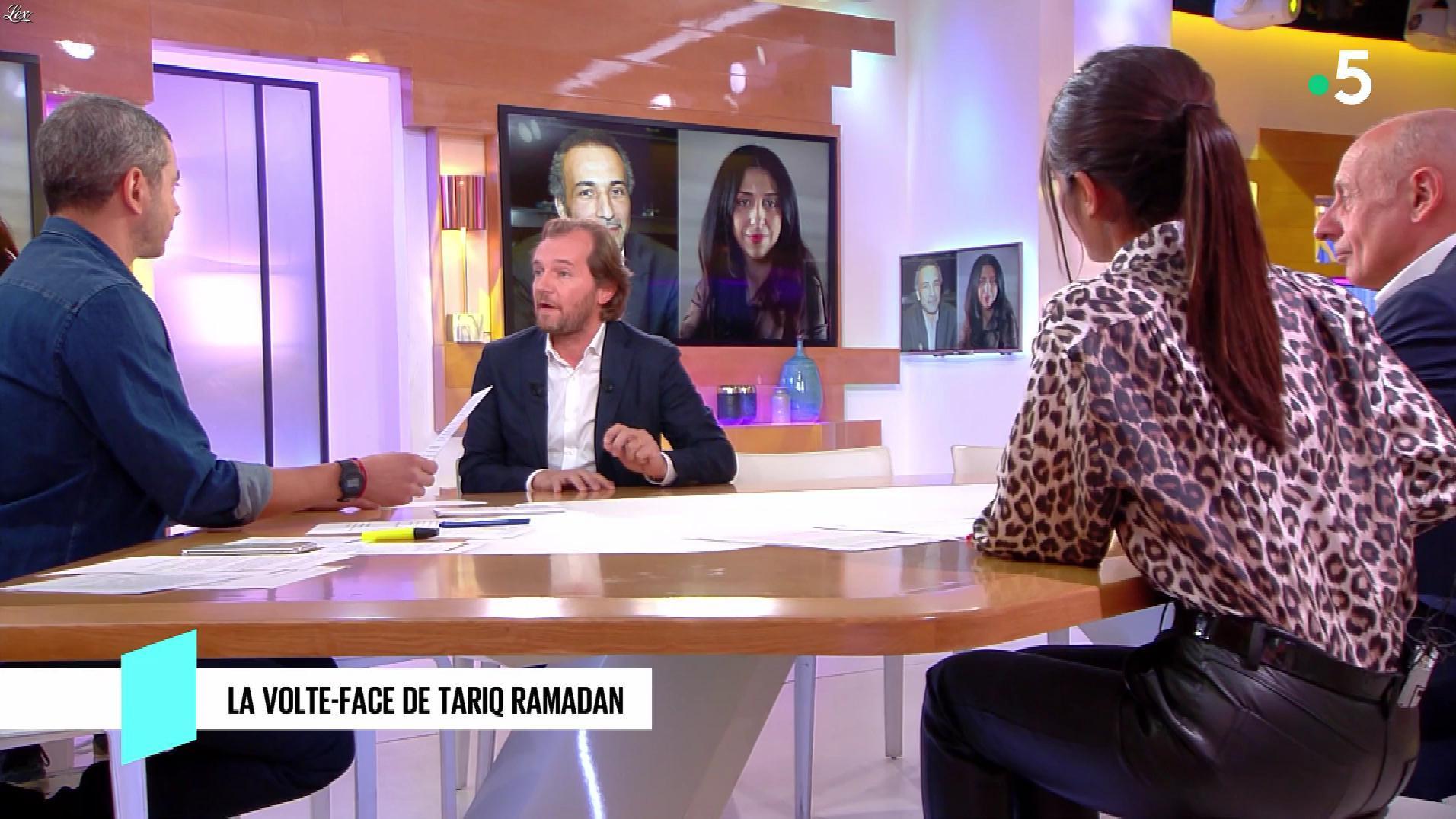 Emilie Tran Nguyen dans C à Vous. Diffusé à la télévision le 27/10/18.