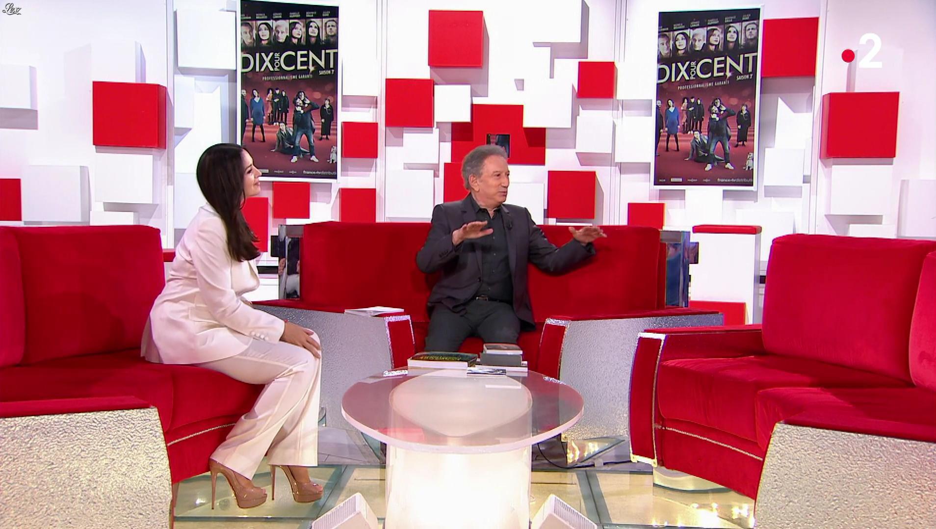 MoniÇa Bellucci dans Vivement Dimanche. Diffusé à la télévision le 11/11/18.