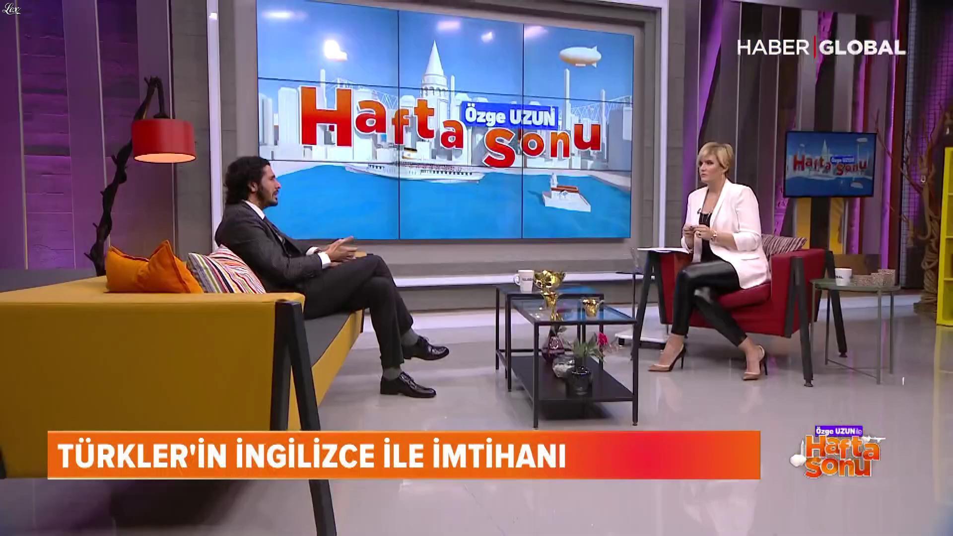 Ozge Uzun dans Ozge Uzun Ile Hafta Sonu. Diffusé à la télévision le 02/02/19.