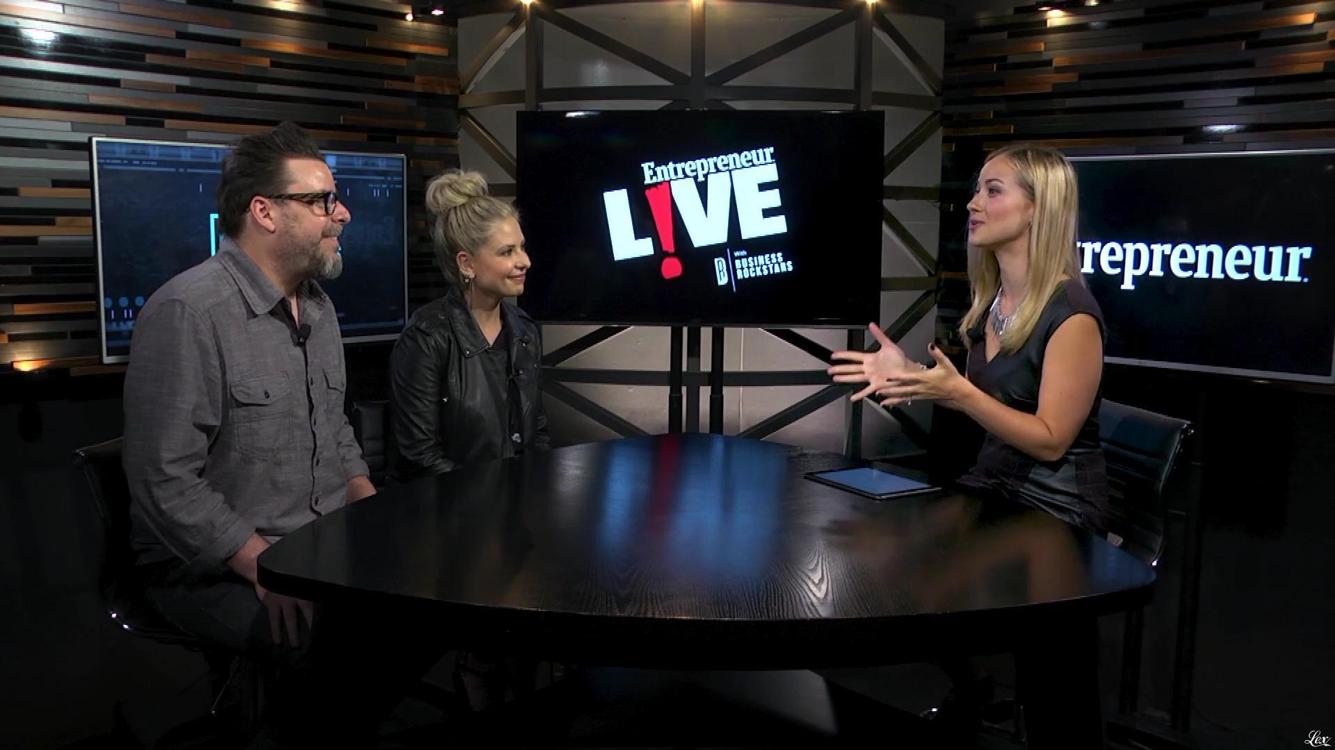 Sarah Michelle Gellar et Ashley Wehrley dans Entrepreneur Live. Diffusé à la télévision le 15/11/17.