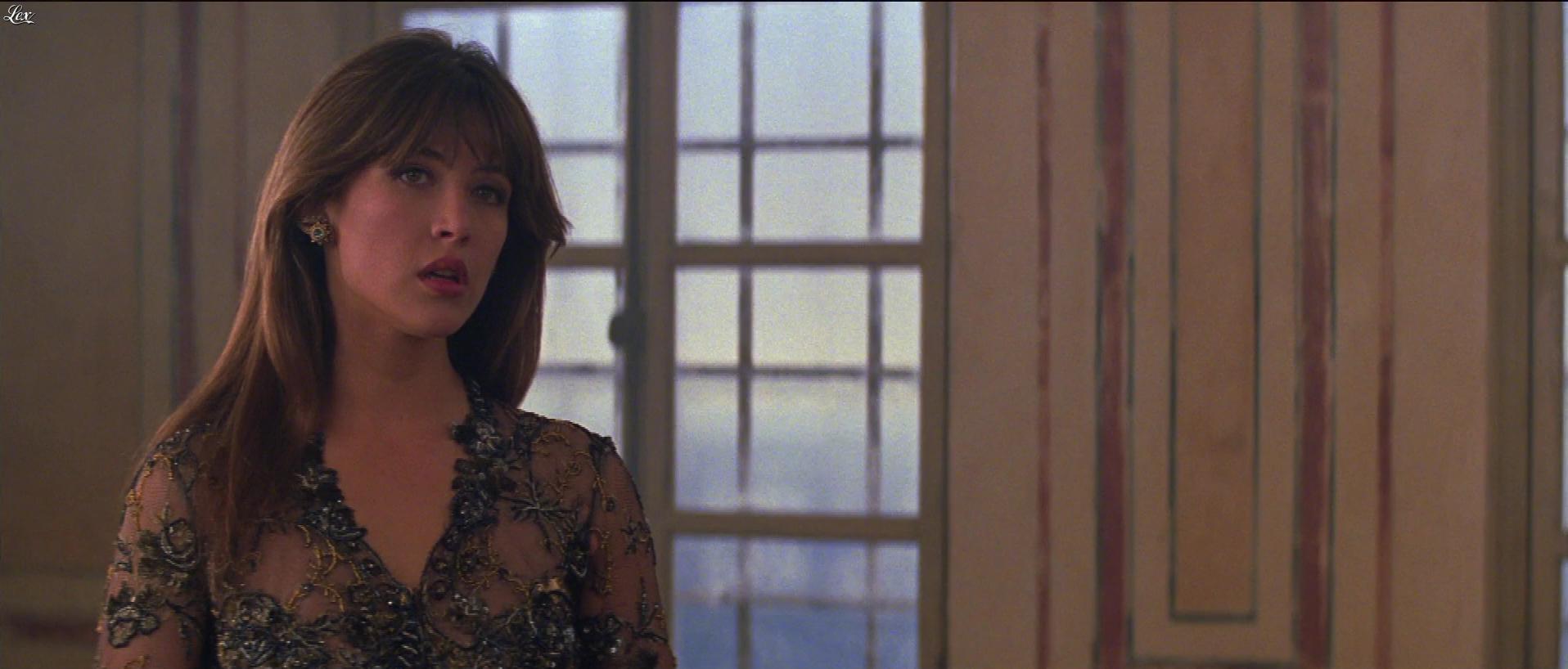 Sophie Marceau dans le Monde Ne Suffit pas. Diffusé à la télévision le 28/10/18.