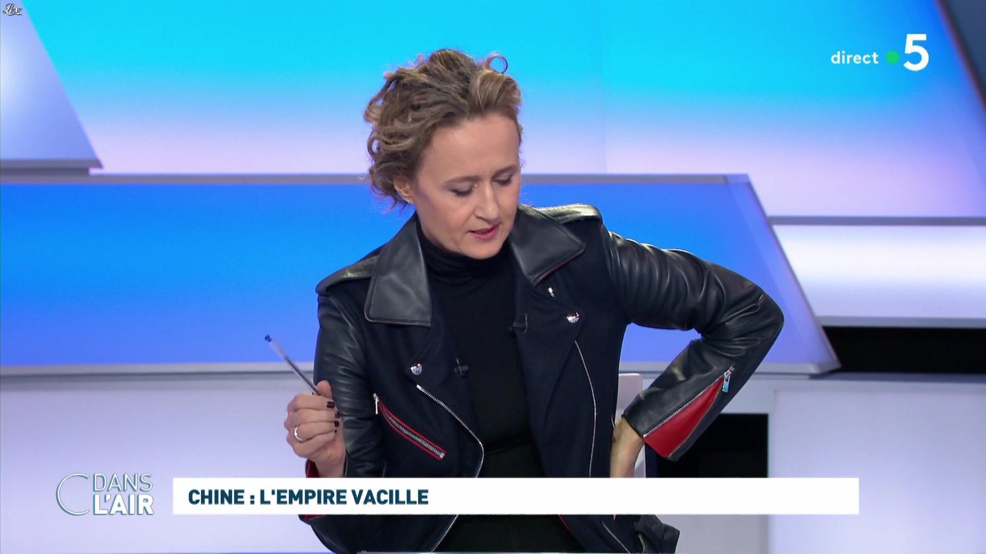 Caroline Roux dans C dans l'Air. Diffusé à la télévision le 29/01/20.