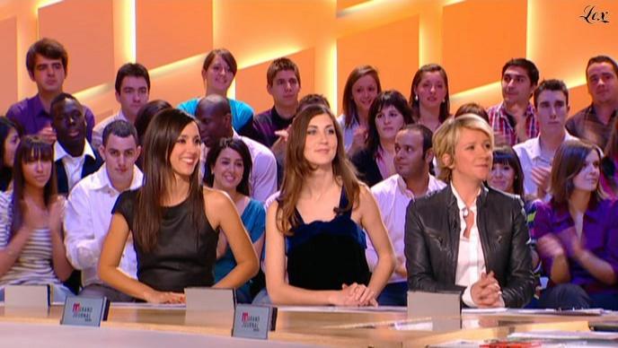 Elise Chassaing et Ariane Massenet dans le Grand Journal De Canal Plus. Diffusé à la télévision le 19/03/10.
