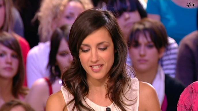 Elise Chassaing dans le Grand Journal De Canal Plus. Diffusé à la télévision le 30/04/10.