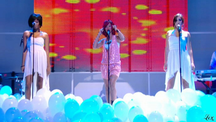 Rihanna dans le Grand Journal De Canal Plus. Diffusé à la télévision le 10/11/10.
