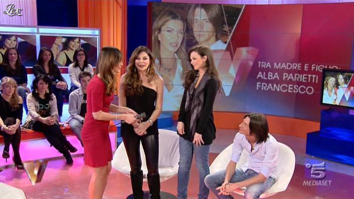 Alba Parietti et Silvia Toffanin dans Verissimo. Diffusé à la télévision le 15/01/11.