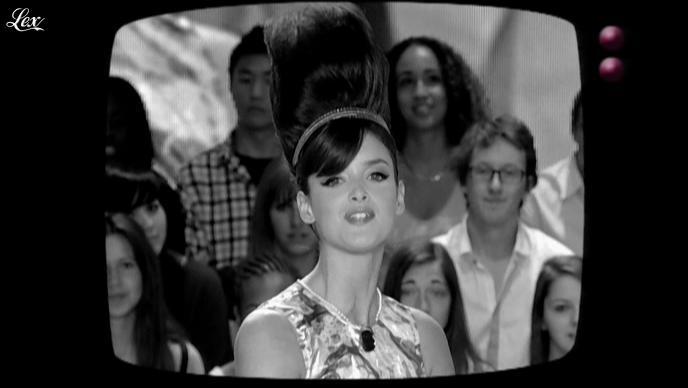 Charlotte Le Bon dans le Grand Journal de Canal Plus. Diffusé à la télévision le 03/06/11.