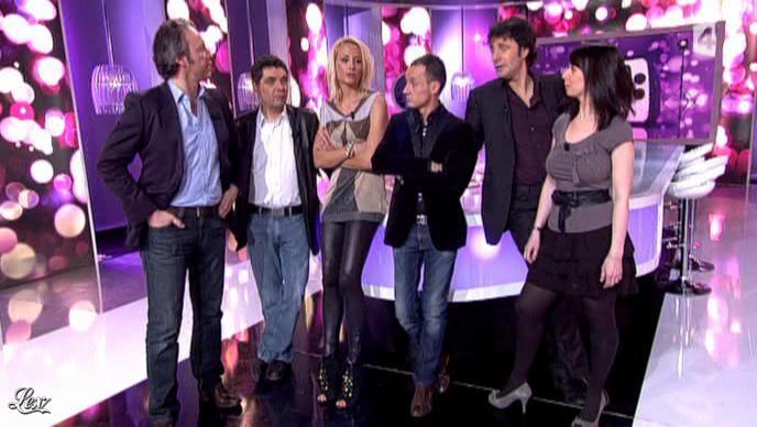 Elodie Gossuin dans Touche pas à mon Poste. Diffusé à la télévision le 14/02/11.