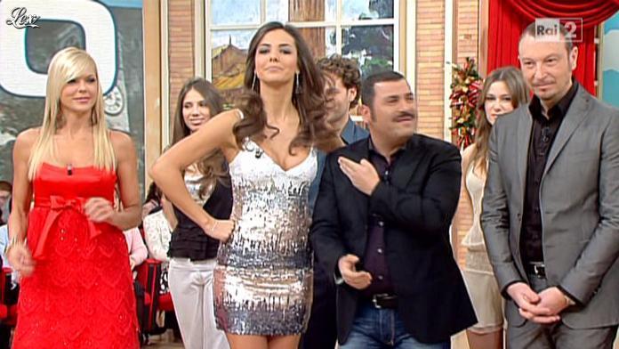 Laura Barriales et Matilde Brandi dans Mezzogiorno in Famiglia. Diffusé à la télévision le 05/12/10.