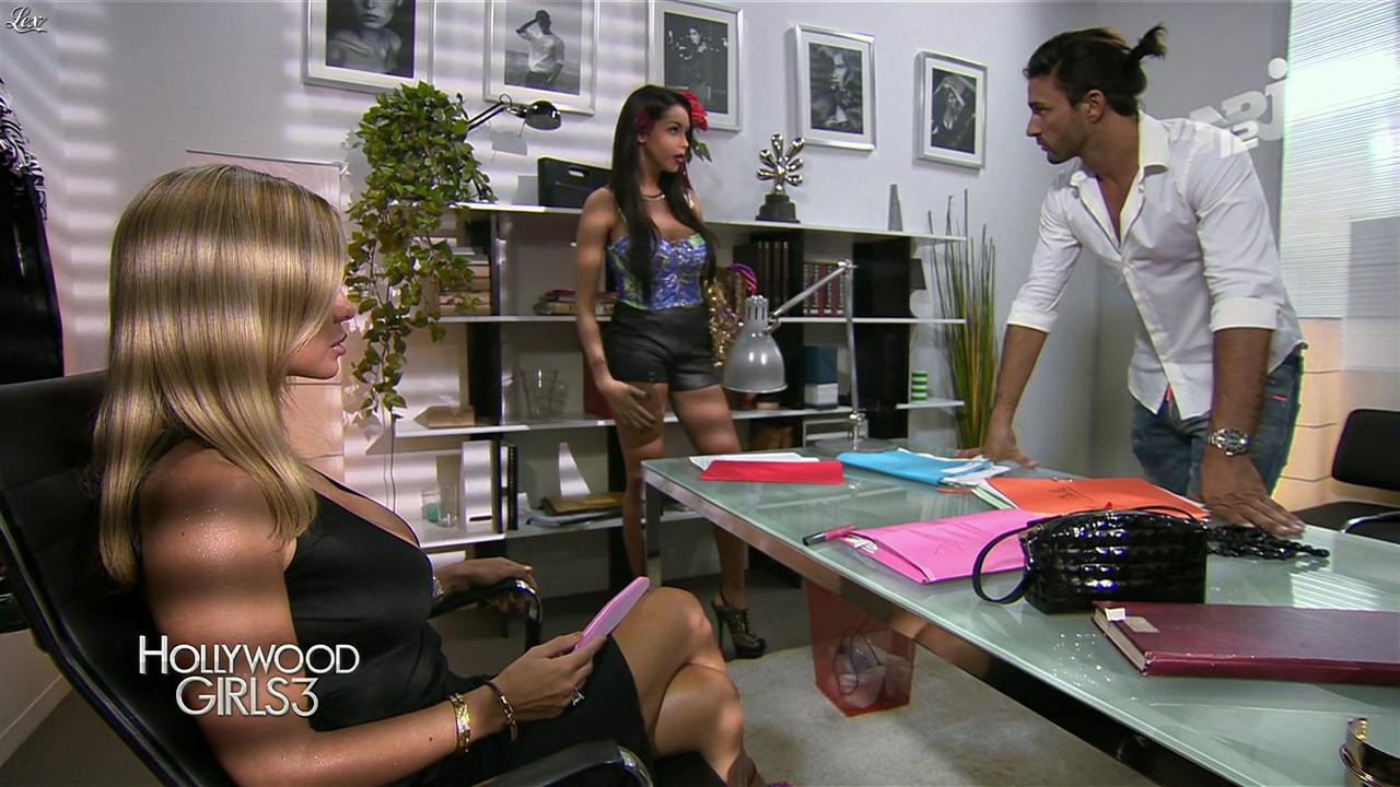 Nabilla Benattia et Shauna Sand dans Hollywood Girls. Diffusé à la télévision le 13/12/13.
