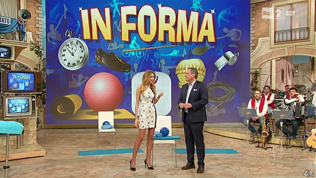 Adriana Volpe dans I Fatti Vostri. Diffusé à la télévision le 01/03/16.