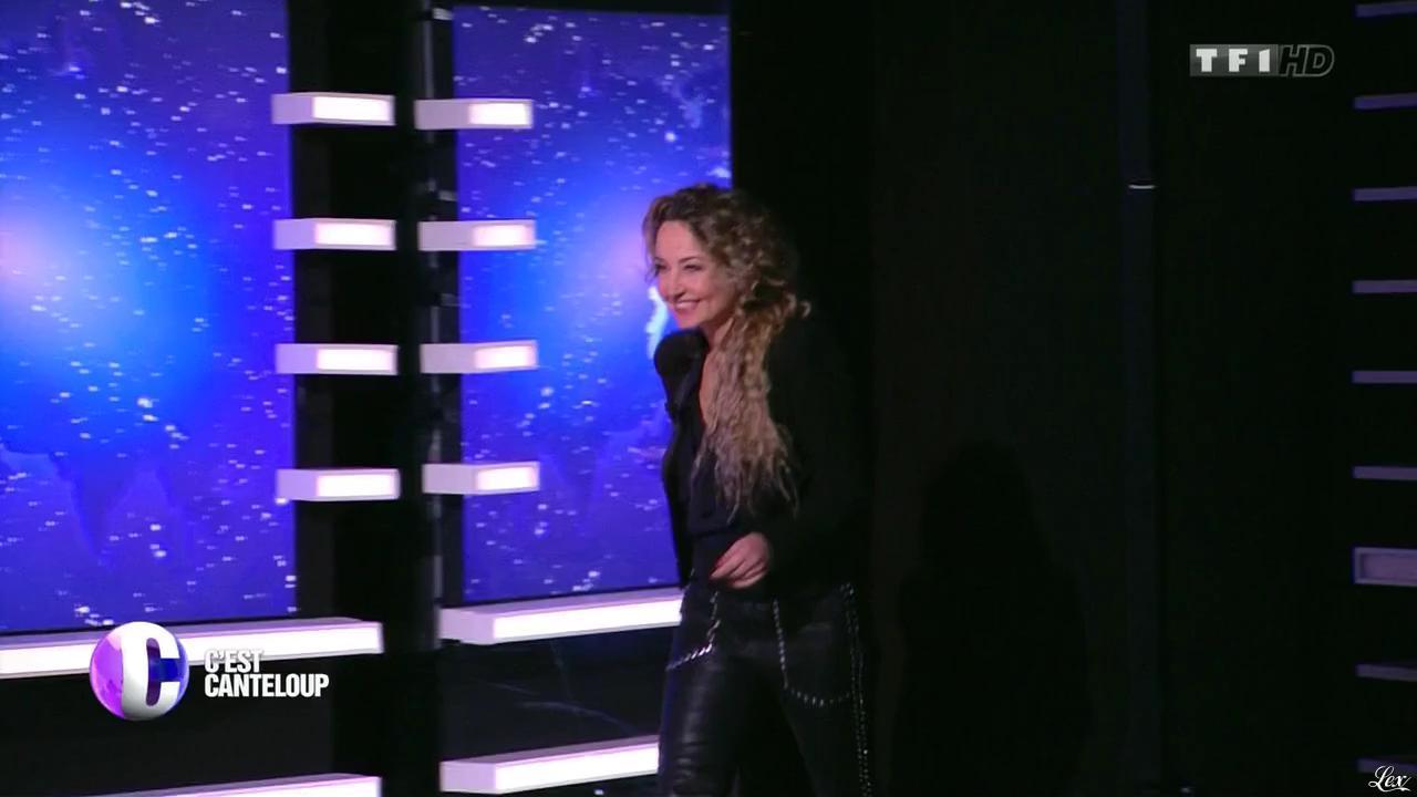 Christelle Chollet dans c'est Canteloup. Diffusé à la télévision le 27/11/15.