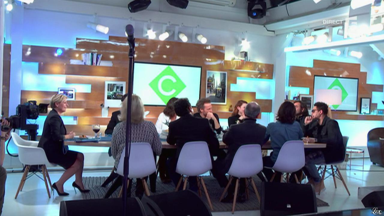 Elisabeth Lemoine dans C à Vous. Diffusé à la télévision le 01/03/16.