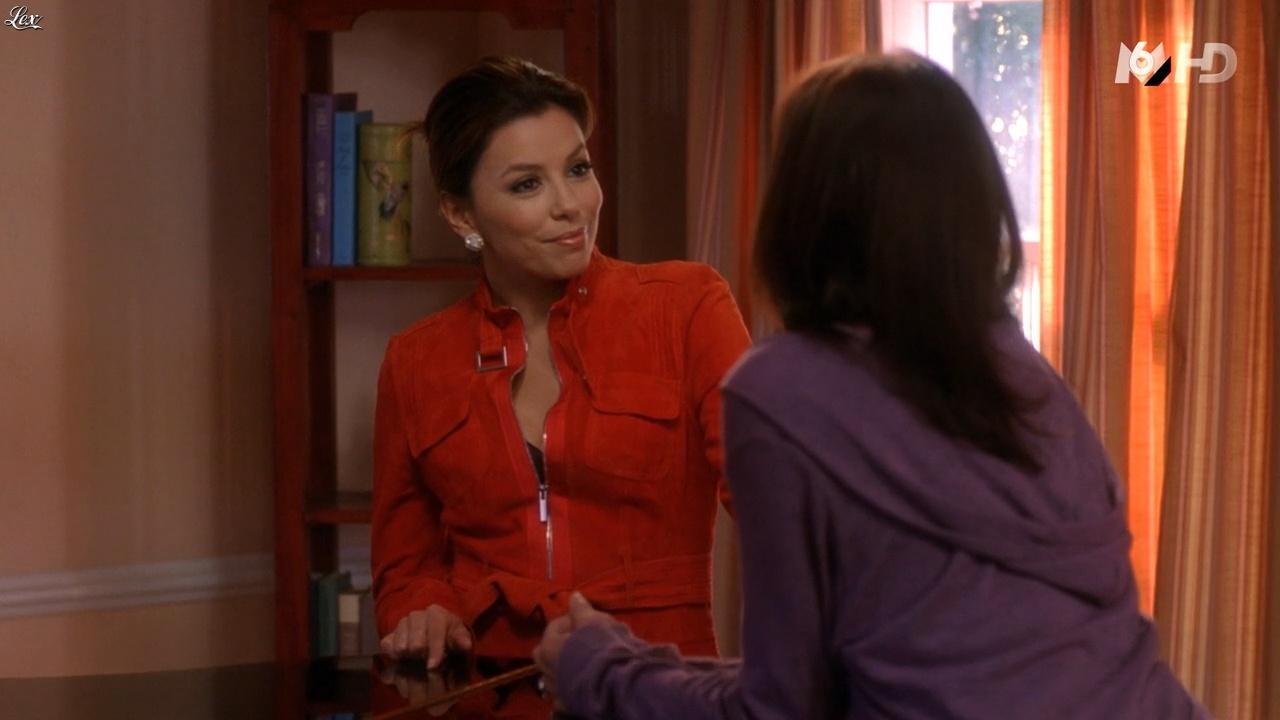 Teri Hatcher et Eva Longoria dans Desperate Housewives. Diffusé à la télévision le 16/11/15.