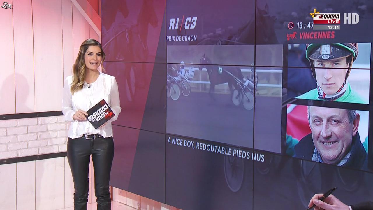 Amélie Bitoun dans un Jour aux Courses. Diffusé à la télévision le 27/12/16.