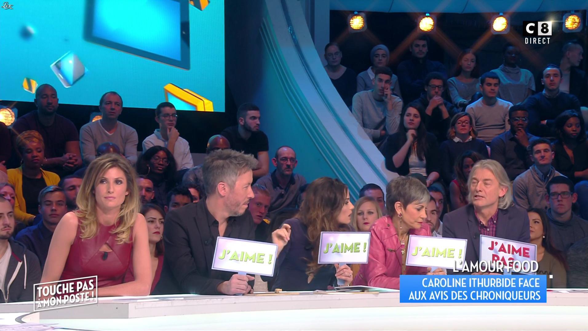 Caroline Ithurbide dans Touche pas à mon Poste. Diffusé à la télévision le 06/12/16.
