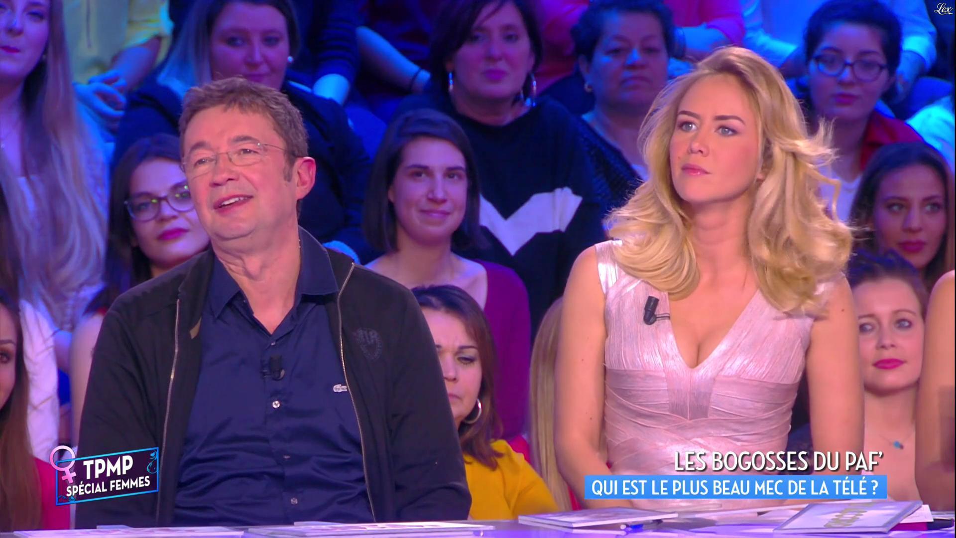 Enora Malagré dans Touche pas à mon Poste. Diffusé à la télévision le 08/03/16.