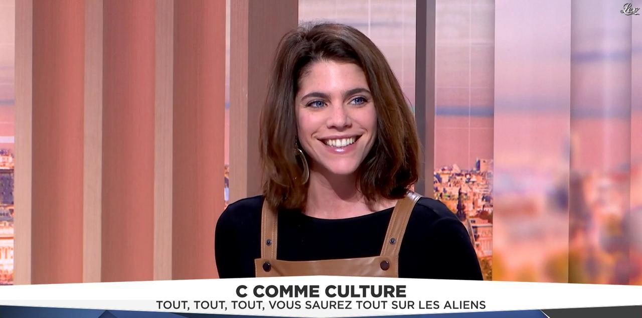 Julia Molkhou dans LCI Et Vous. Diffusé à la télévision le 12/12/16.