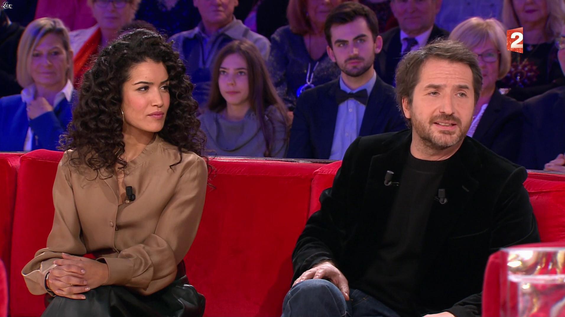 Sabrina Ouazani dans Vivement Dimanche. Diffusé à la télévision le 01/01/17.