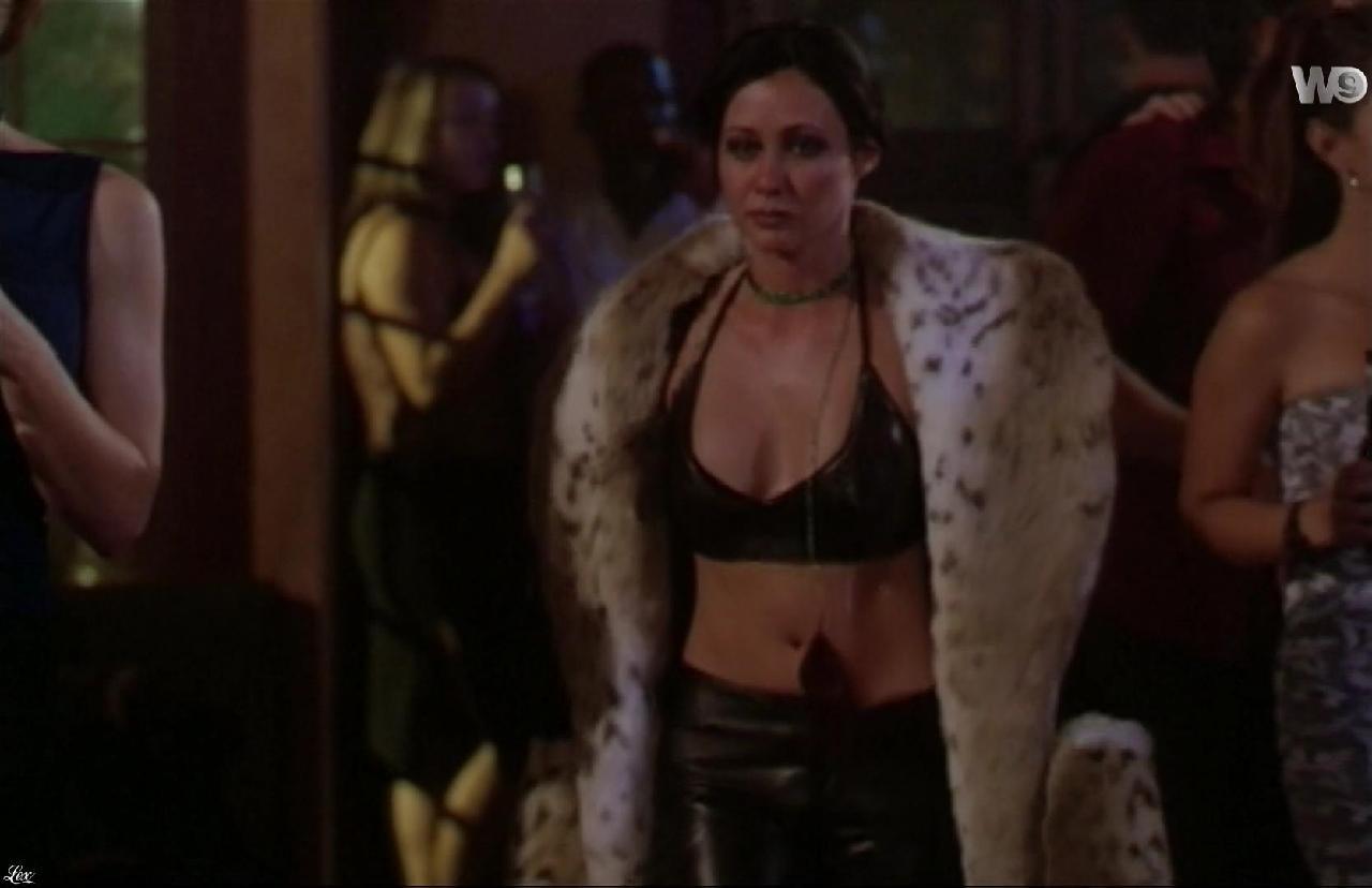 Shannen Doherty dans Charmed. Diffusé à la télévision le 19/09/16.