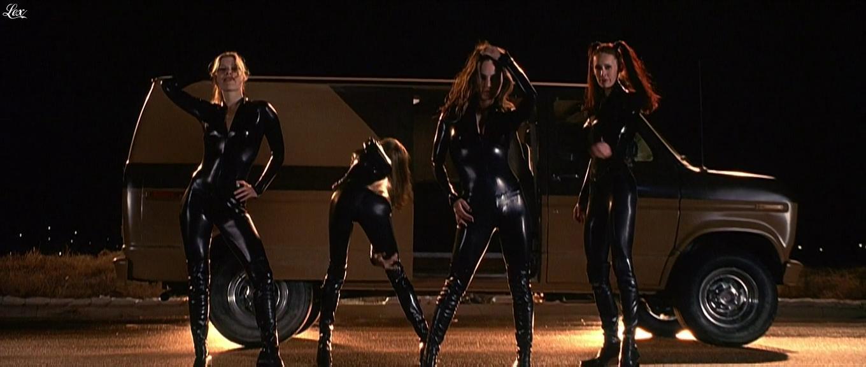 Shannon Elizabeth, Eliza Dushku, Ali Larter et Jennifer Schwalbach Smith dans Jay et Silent Bob. Diffusé à la télévision le 21/08/16.