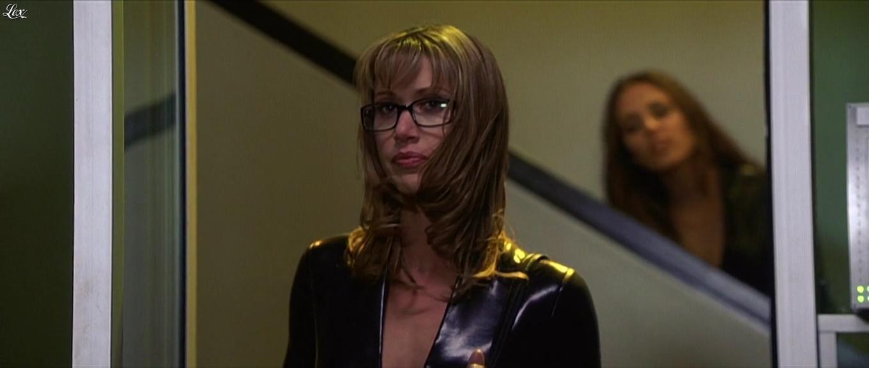 Shannon Elizabeth et Eliza Dushku dans Jay et Silent Bob. Diffusé à la télévision le 21/08/16.