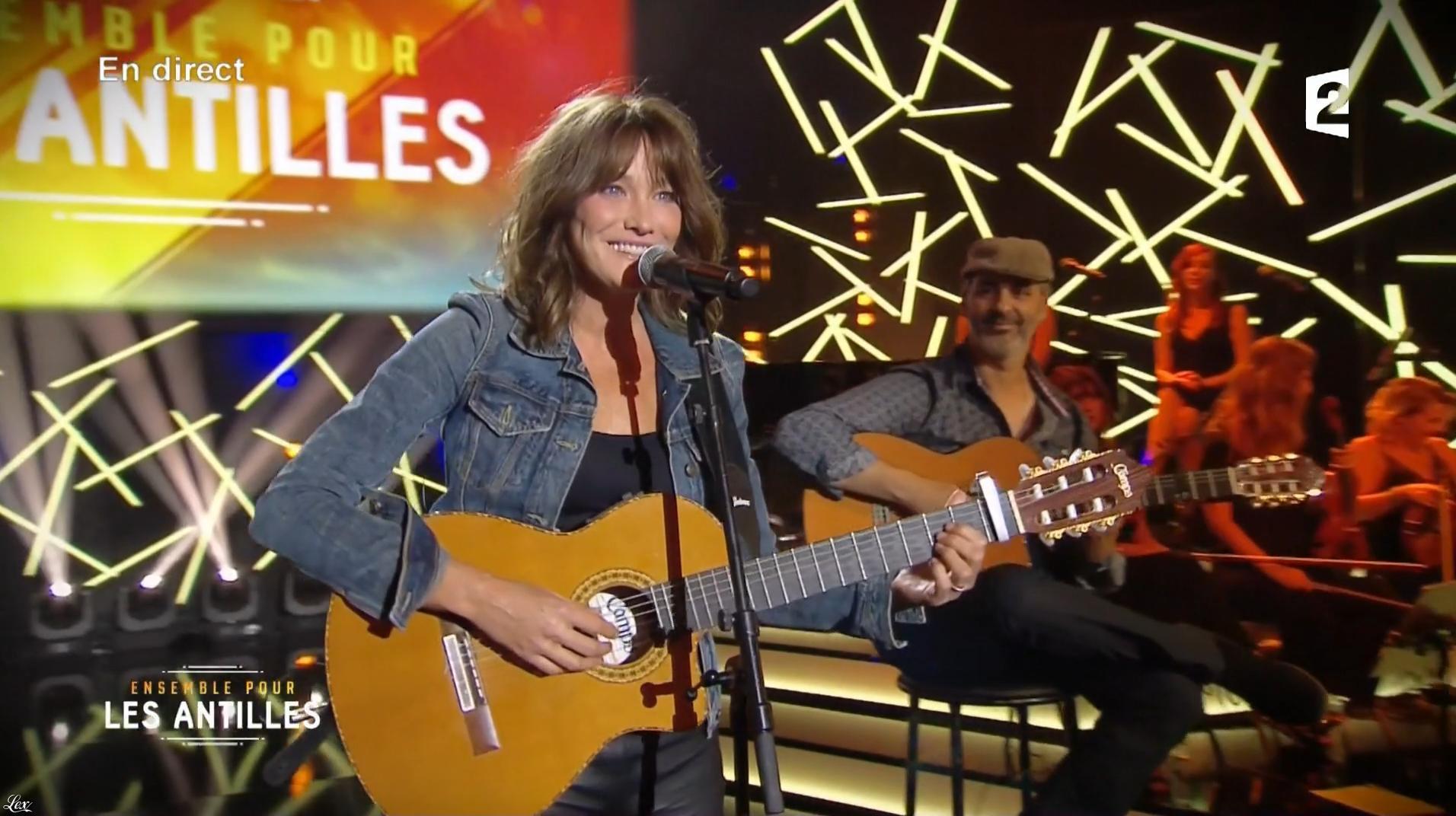 Carla Bruni dans Ensemble pour les Antilles. Diffusé à la télévision le 19/09/17.