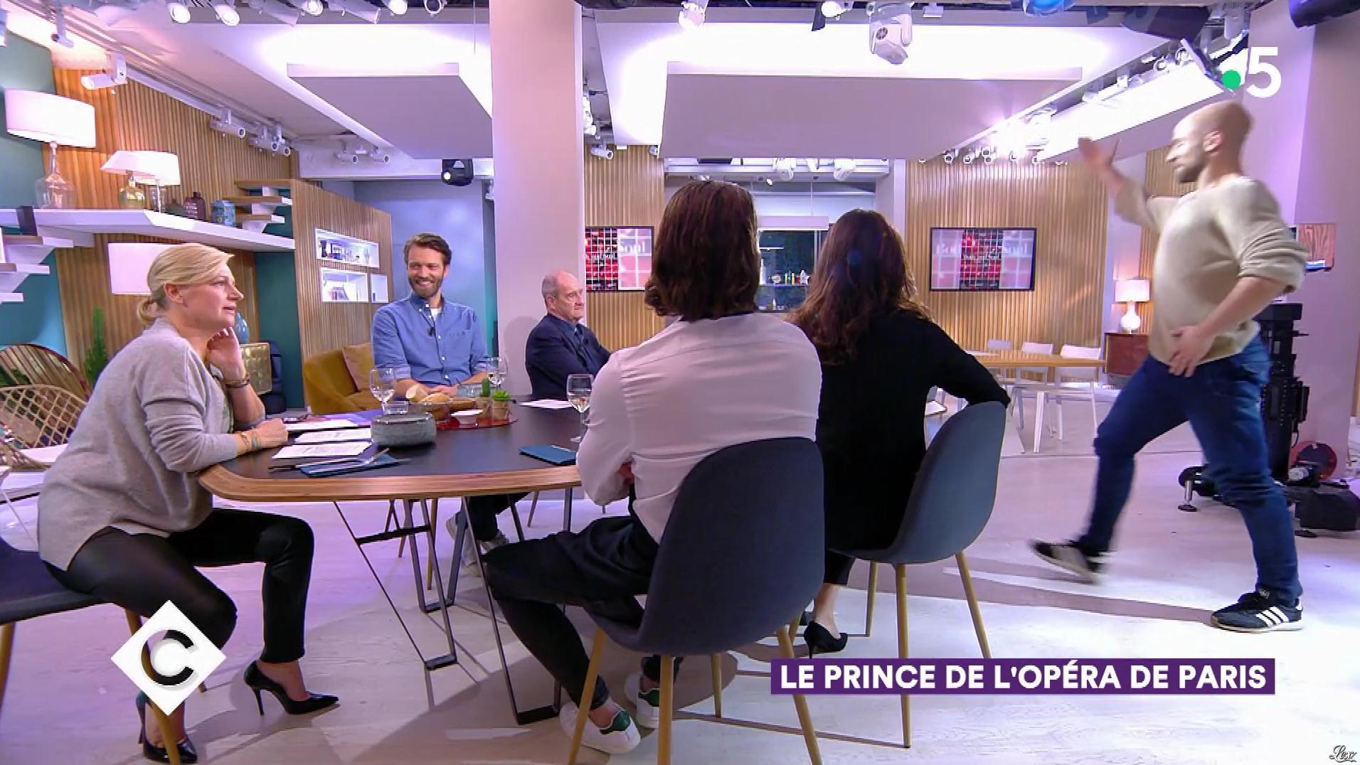 Anne-Elisabeth Lemoine dans C à Vous. Diffusé à la télévision le 08/11/19.